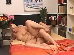 Chubby mommy gets some cum after BJ bbw sex